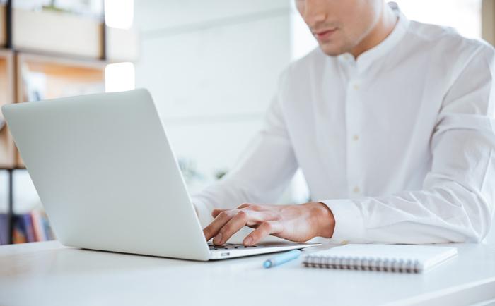 经常坐在电脑上,该如何护肤?