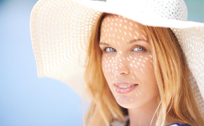 如何在夏季兼顾皮肤的保湿美白和抗衰?