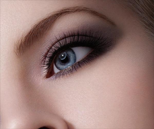 护肤过程中如何正确使用眼霜?